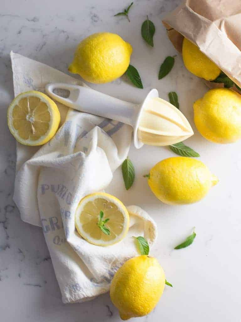 Lemons in Drinks That Help With Nausea