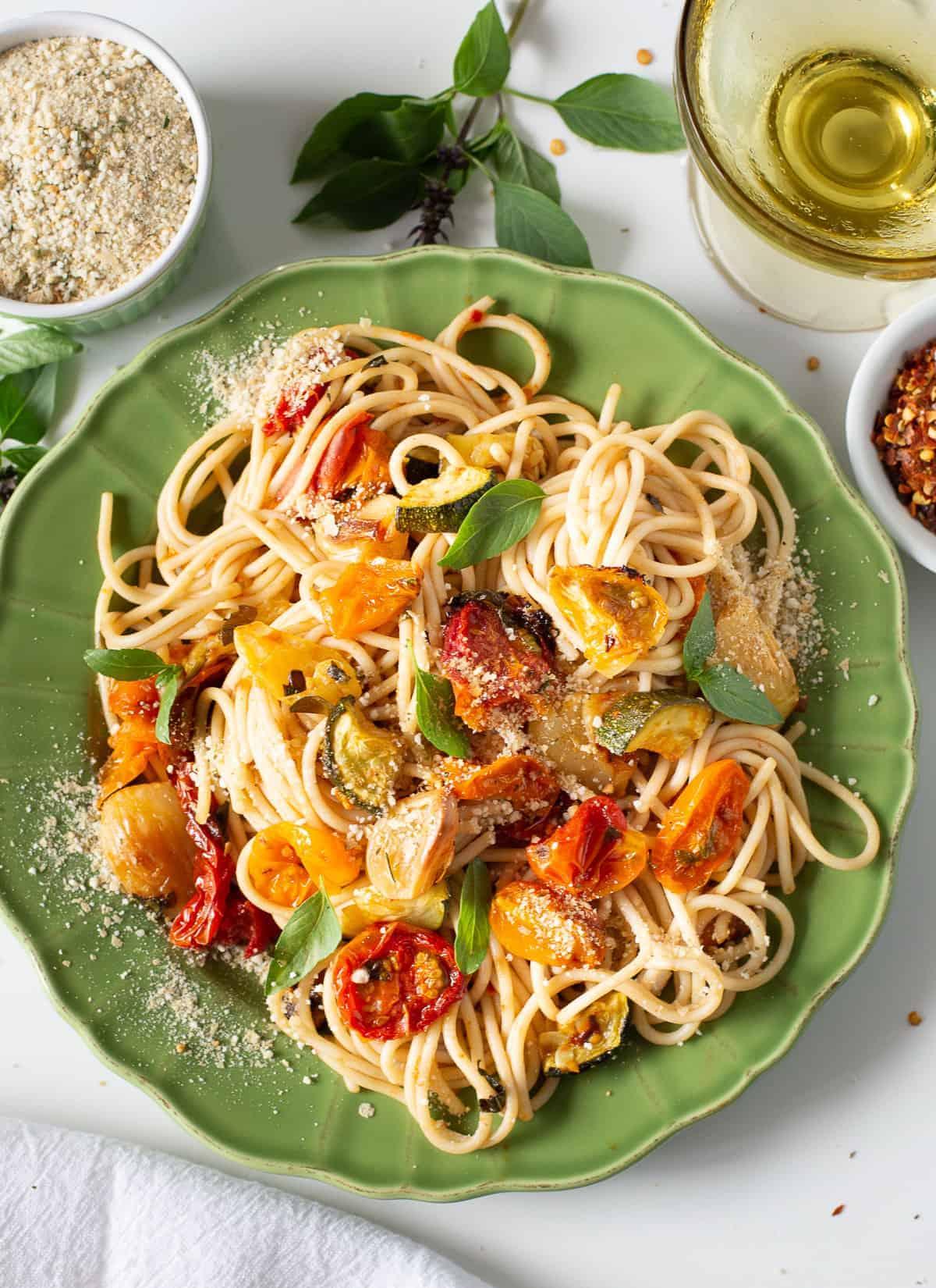 fresh tomatoes sauce on spaghetti