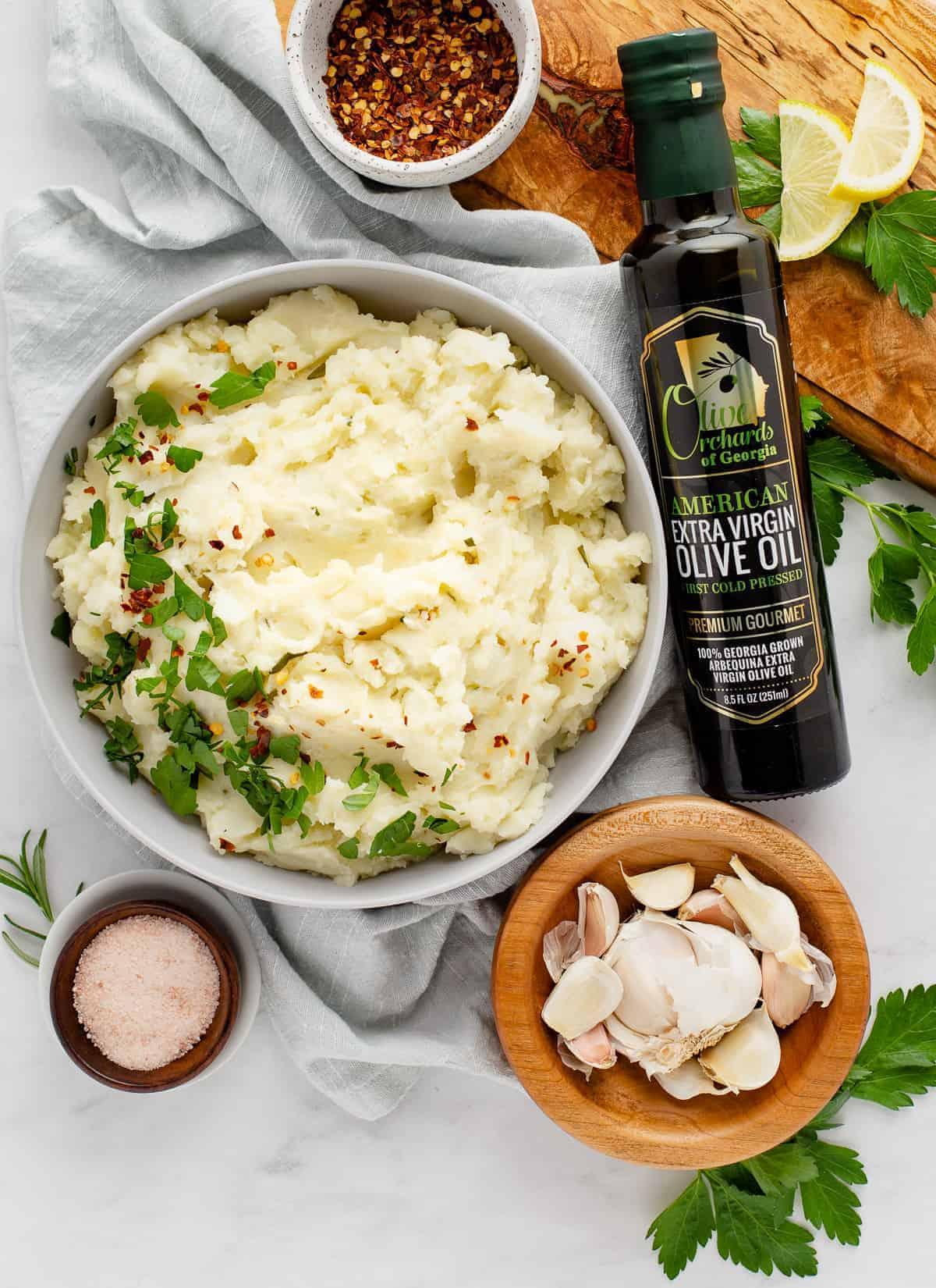 bowl of vegan mashed potatoes